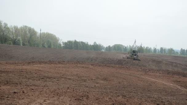Tractor harrow field