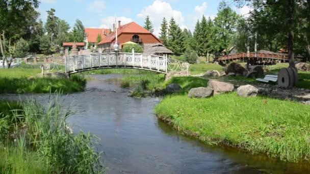 proud kámen bílý most