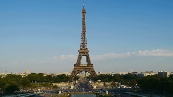 eiffel tower time lapse in day time