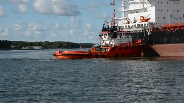 Schiffe im litauischen Ostseehafen Klaipeda