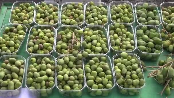 Baby ovoce mini kiwi (actinidia arguta) trhu