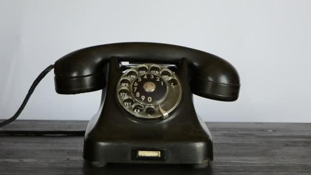gengszter kezét fekete kesztyű telefon hívás