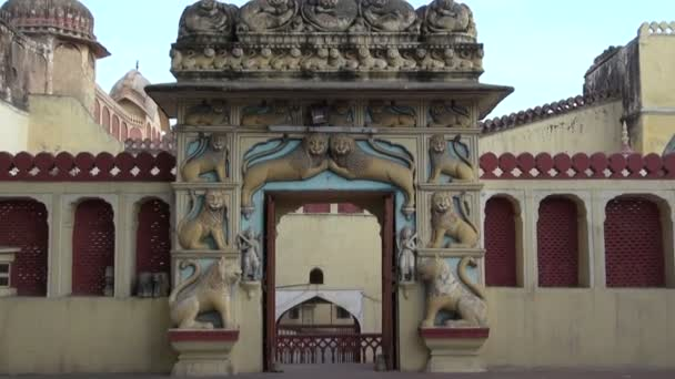 Díszes kapu ív gyönyörű oroszlán domborművek, Jaipur, India