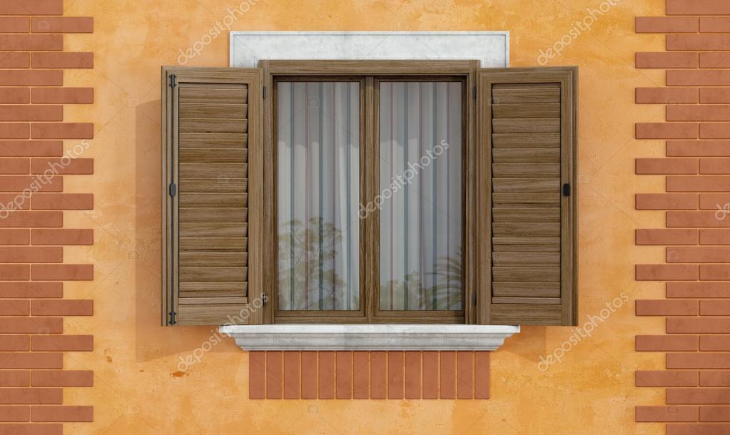 Antica facciata con finestre in legno foto stock for Finestra legno antica