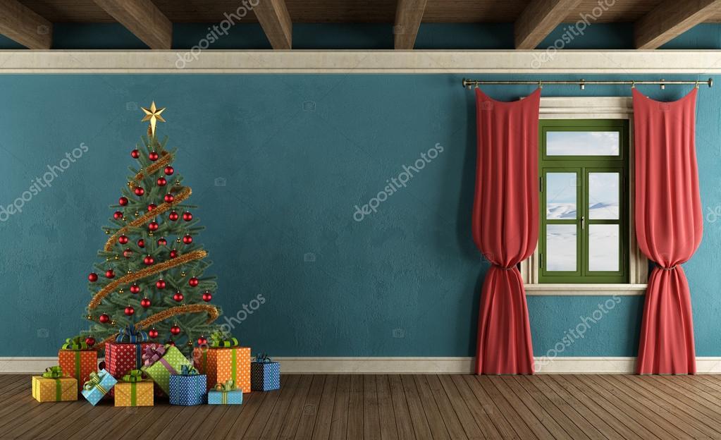 Case Di Montagna A Natale : Casa di montagna con albero di natale u foto stock archideaphoto