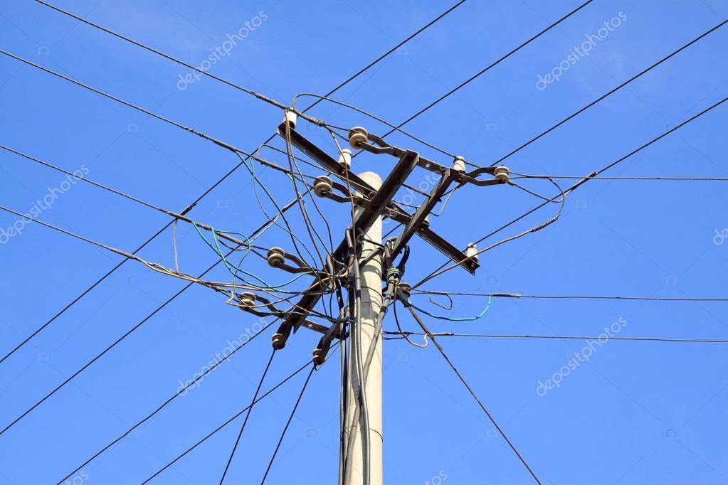 Telefonmast im blauen Himmel — Stockfoto © lnzyx #32456903