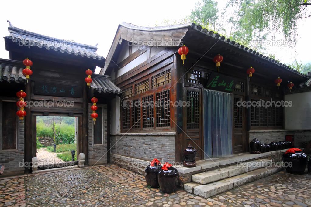 Case Tradizionali Cinesi : Antiche case tradizionali cinesi u2014 foto stock © lnzyx #50776577