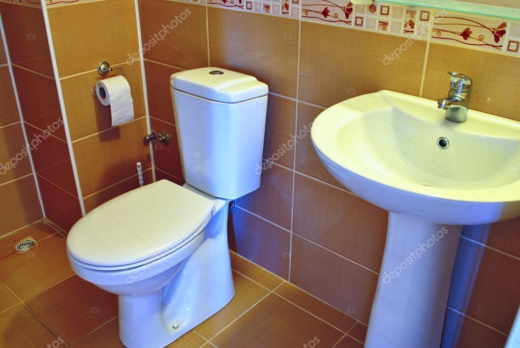 Inodoro y lavamanos modernos foto de stock serggn Inodoros modernos precios