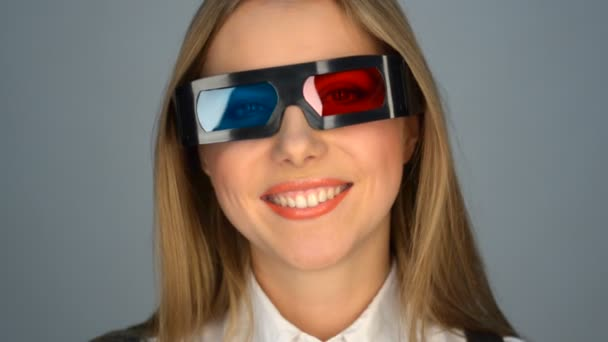 Smiley woman in 3d glasses