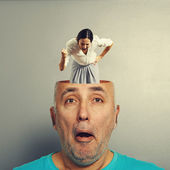 Photo angry woman in the head of man