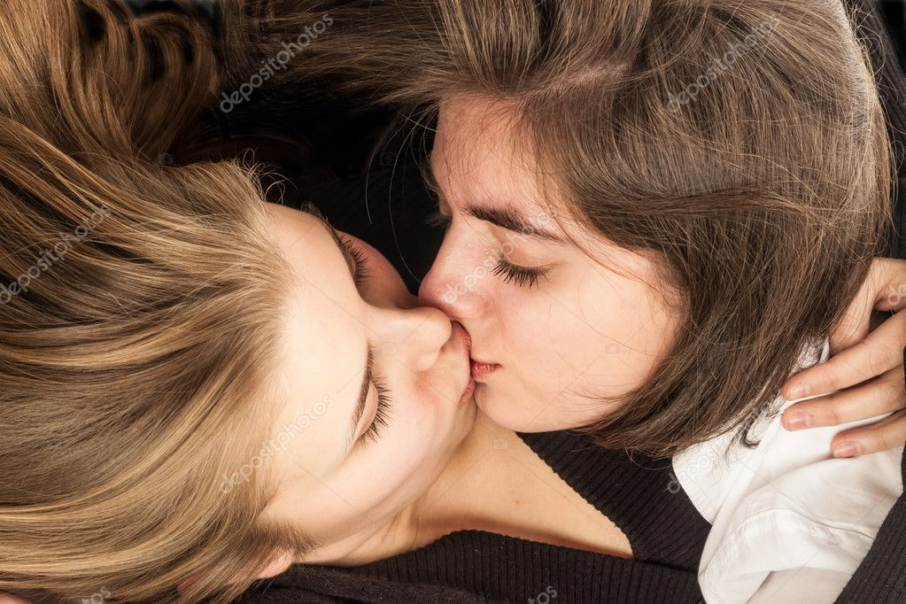 Kissing Beautiful Lesbian Teens 99