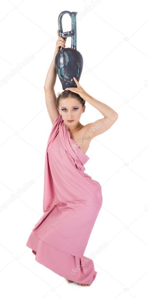 Девушка с кувшином на голове фото