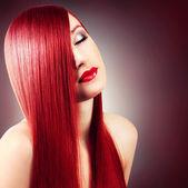 Fotografie schönes Mädchen mit gesunden langen Haaren
