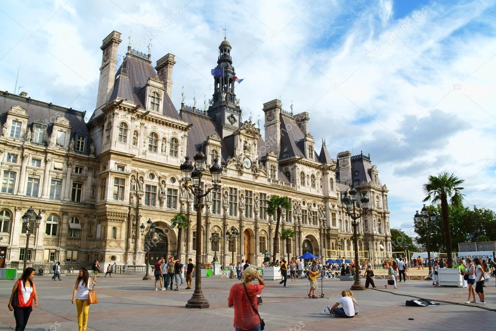 Hotel de ville de paris city hall in summer stock for Hotel deville paris