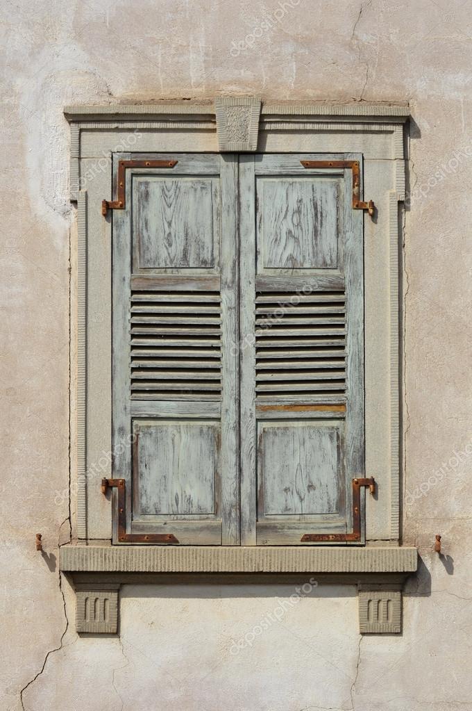 persiennes en bois photographie defotoberg 14501939. Black Bedroom Furniture Sets. Home Design Ideas