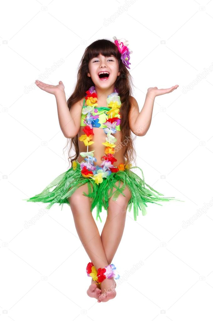 ein kleines Mädchen in hawaiian Kleid — Stockfoto © iagodina #26836461