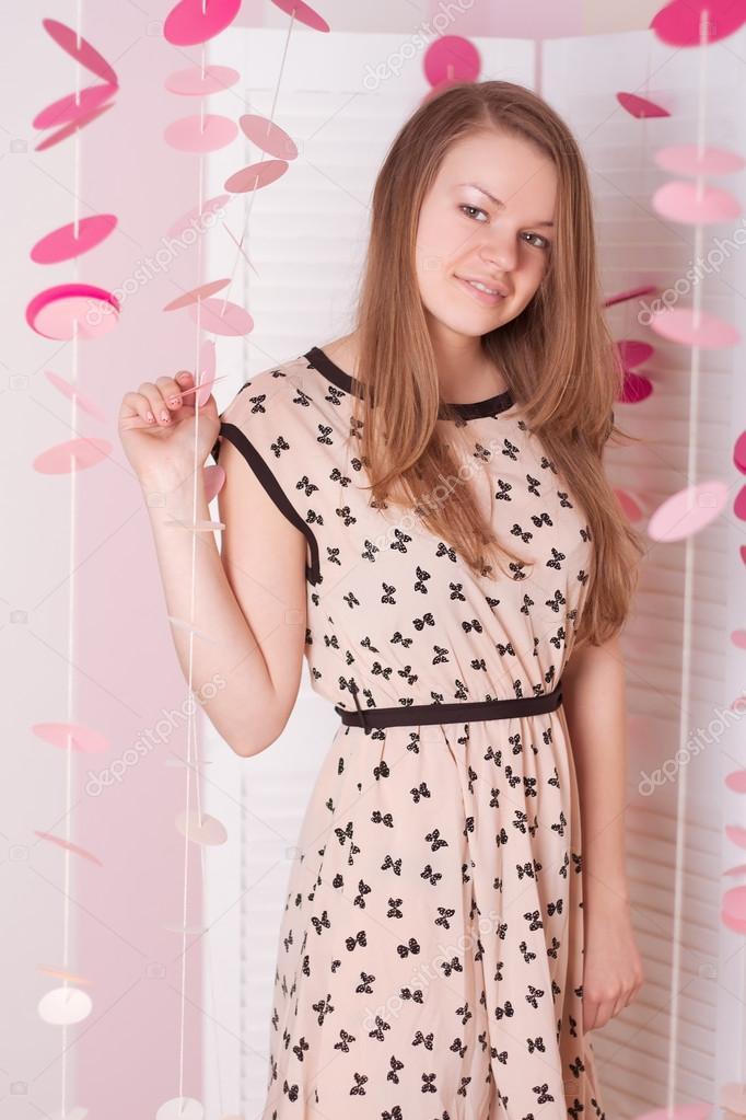 Фото девушки на рельсах в колготках и платье, порно в нд русские невесты