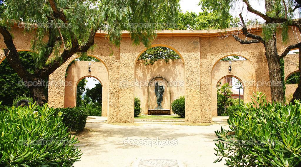 Edificio ornamentale con archi nei giardini di montagna di - Giardini di montagna ...