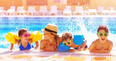 "Картина, постер, плакат, фотообои ""счастливая семья в бассейне"", артикул 29201239"