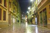 Fotografia strade della città di cartagena di notte con lilluminazione, Spagna