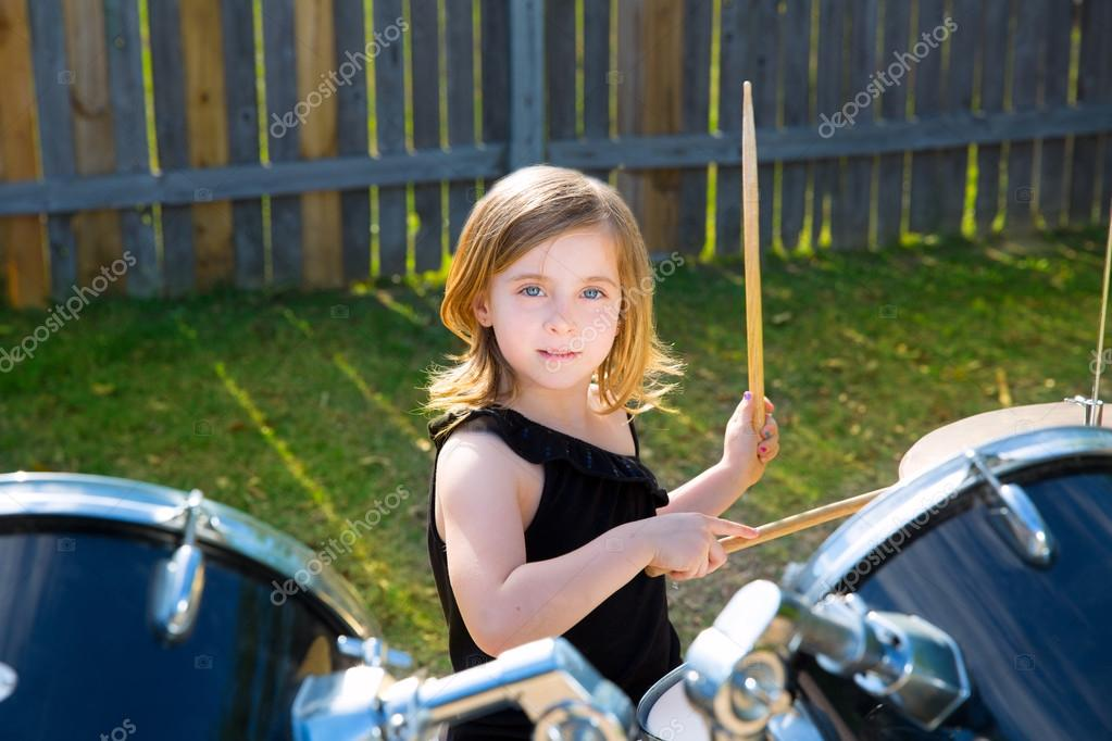 girl playing drums - HD 1300×957