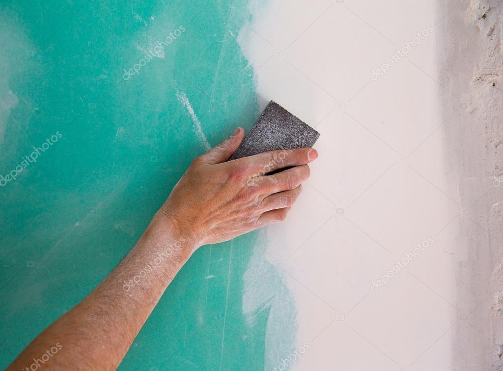 Verputzen Mann Hand Schleifen Die Leicht In Trockenbau Naht Weiss