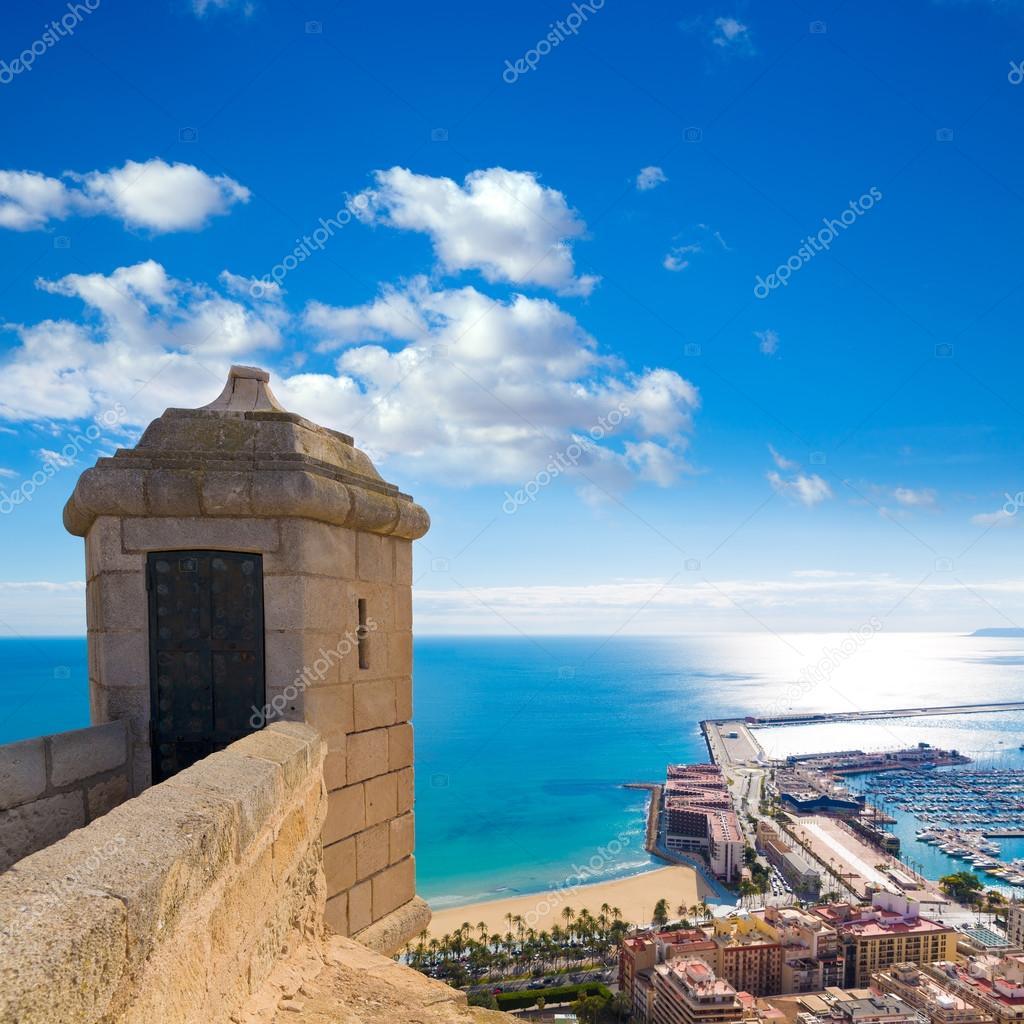 Vista della spiaggia postiguet alicante dal castello di - Stock uno alicante ...