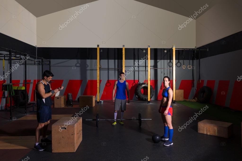 Barras de entrenamiento gimnasio grupo golpear pelotas y for Entrenamiento gimnasio