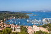 Fotografie Ansicht von Porquerolles Island Marina in Frankreich