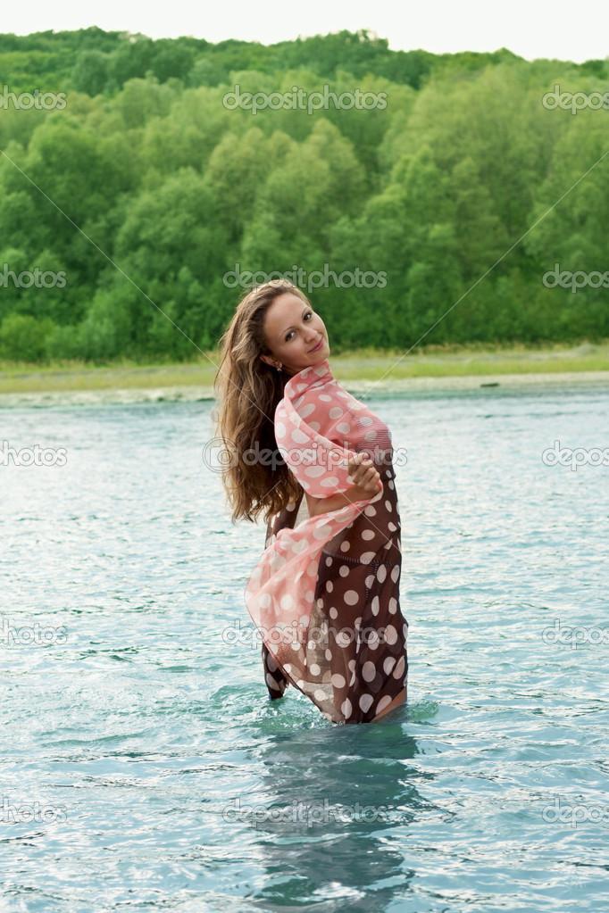 полная девушка купается в реке видео сожалению, все