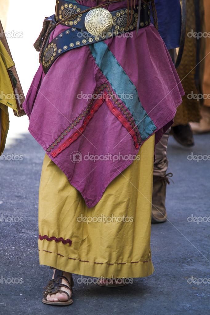 c027cbbdb95 Barevná dlouhá sukně Cikánskej — Stock Fotografie © membio  13398208