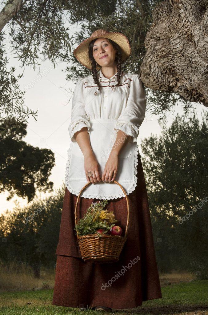 Mooi Meisje Op Het Platteland In De Schaduw Stockfoto Rechtenvrije Foto Door C Membio 19298415