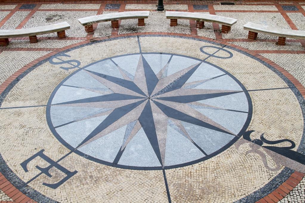 Mosaico do pavimento de pedra de uma rosa dos ventos for Mosaico pavimento