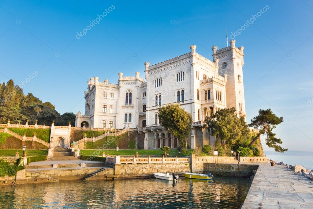 Фотообои Замок Мирамаре, Триест, Италия, Европа.