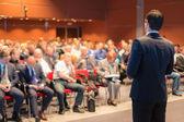 Mluvčí na konferenci a prezentaci