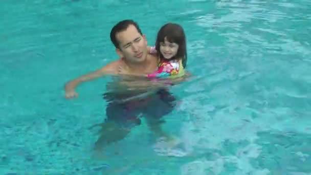 Mamie baise son petit fils heureux video 70492565 for Baise dans la piscine