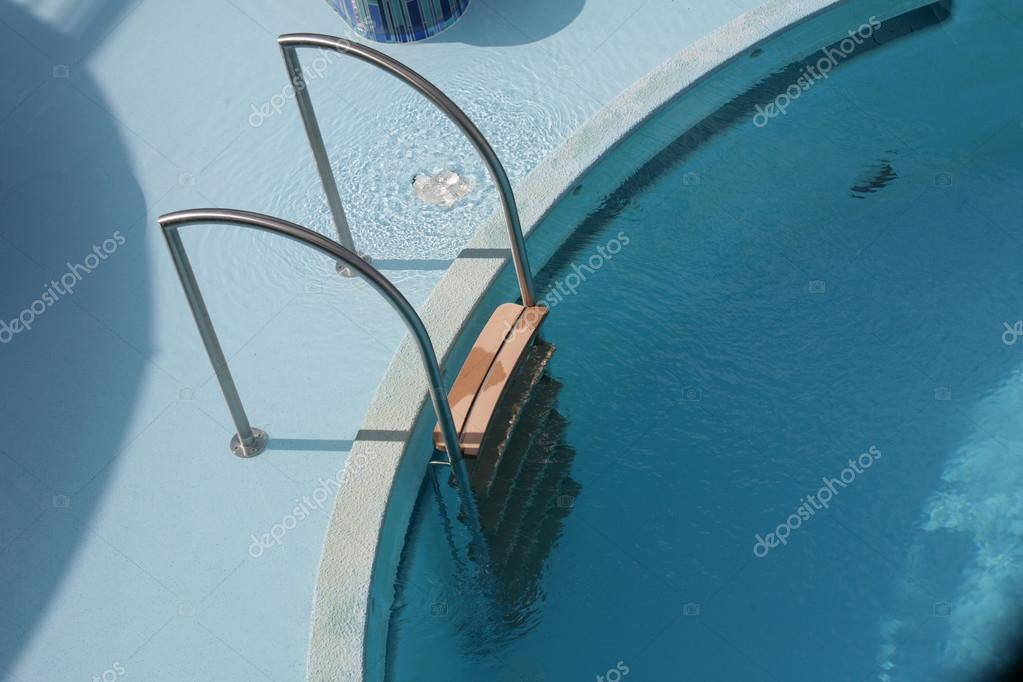 Omtyckta Pool stege och pool — Stockfotografi © dacasdo #22454541 QK-28