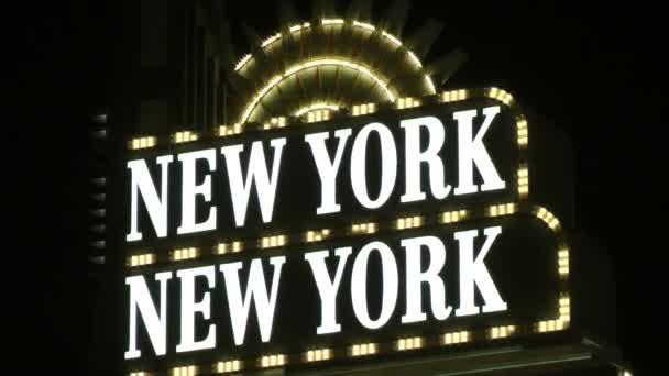 Las vegas, cca 2014: neonový nápis vítá návštěvníky do new Yorku, new york resort a casino na cca 2014 v las vegas. New york-new york new york city vliv jeho jméno používá v mnoha ohledech