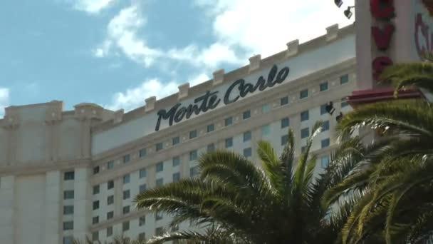 las vegas - cca 2014: montecarlo resort a casino na cca 2014 v las vegas. hotel vyvolat place du casino v monte Carlu, funkce lustr kopule, mramorovými podlahami a neoklasicistní oblouky