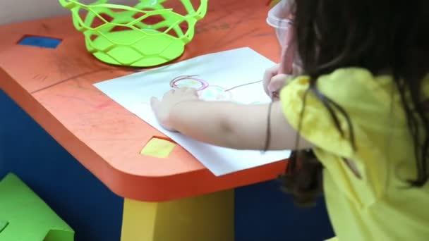 lány rajz egy képet