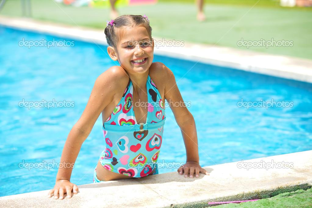 Chica en la piscina — Foto de stock © mac_sim #23494893