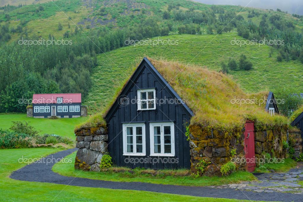 Casa de hierba tradicional islandesa casa tradicional islandesa foto de stock mac sim - Casas en islandia ...