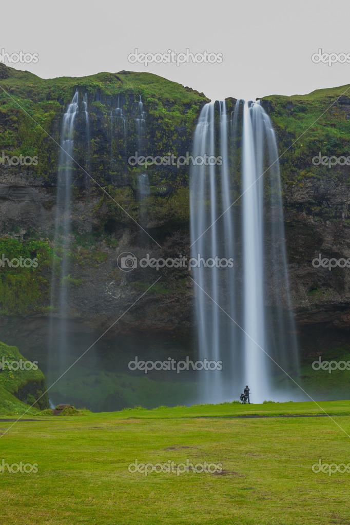 Фотообои icelandic waterfall