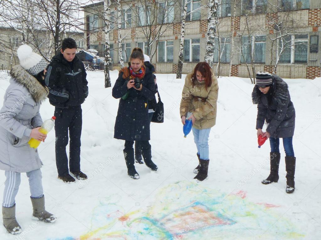 Madchen Zeichnen Malen Auf Schnee Urlaub Von Der Fasching