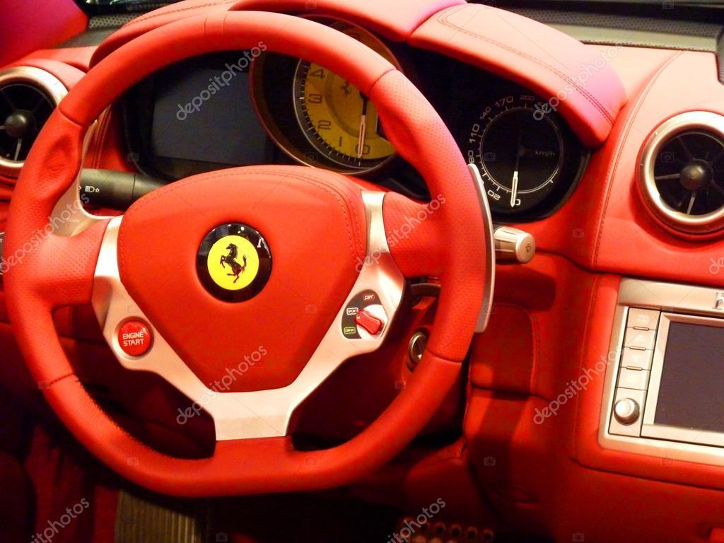 Lenkrad Interieur Ferrari california — Redaktionelles Stockfoto ...