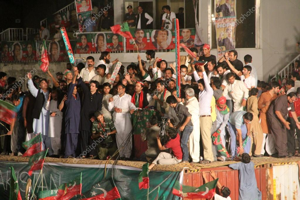 Imran Khan running election campaign