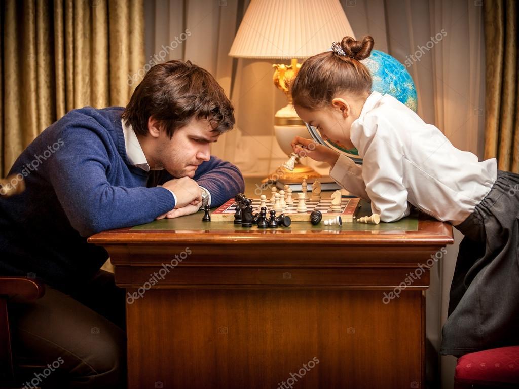 Картинки по запросу фото играют в шахматы мужчина и девочка