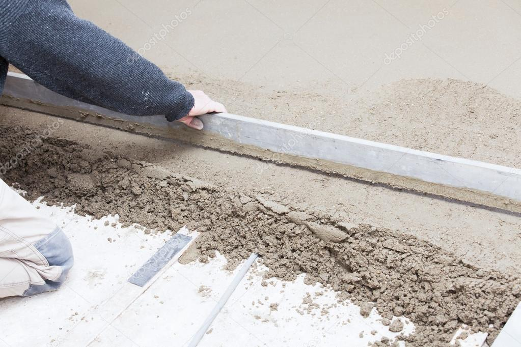 mason leveling the cement screed stock photo chretien 38226111. Black Bedroom Furniture Sets. Home Design Ideas