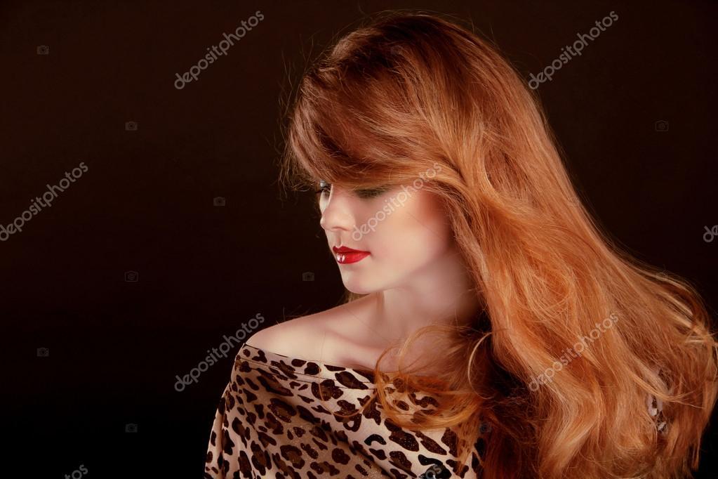 Lange Rote Haare Schöne Frau Porträt Auf Schwarzem