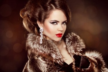 Luxury girl. Beautiful Woman wearing in Luxury Fur Coat. Jewelry
